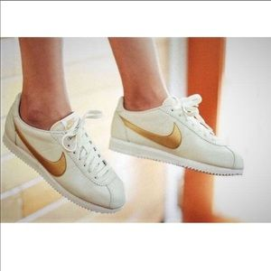❤️New❤️ NIKE Classic Cortez Leather ~ 9
